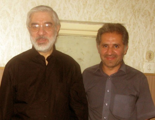 در تصویر بالا، آقای میرحسین موسوی با خواهر زاده خود شادروان سید علی حبیبی موسوی خامنه دیده می شود.