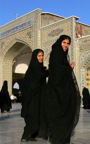 به دستور ولی وقیح شهرنو سابق تهران در حرم حضرت رضا بازگشایی یافت