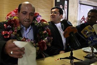 علی وکیلی راد آدم کش، برقله افتخار