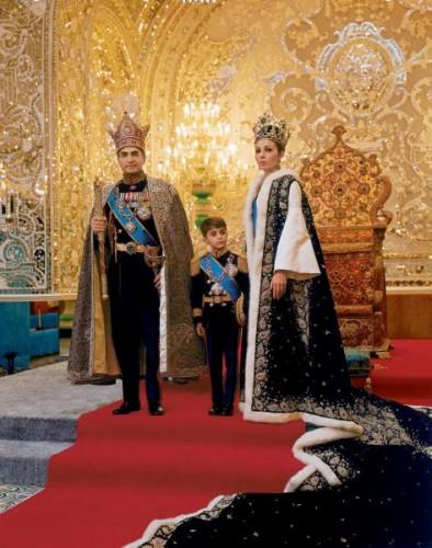 شاه همراه با شهبانو فرح و ولیعهد رضا پهلوی