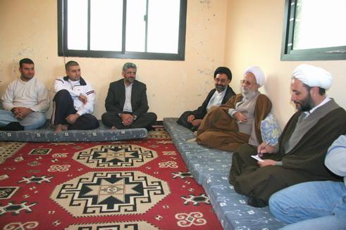 مصباح یزدی نشسته با همکاران جنایتکار خود