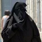 چرا در فرانسه بانوان مسلمان را از پوشش بورقه جلوگیری می کنند؟