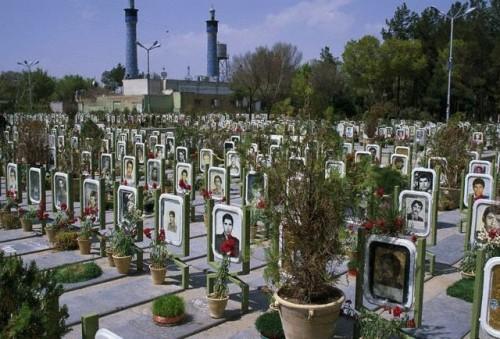 گورستان جوانان ایران- دستاورد تلاش و کوشش شبانه روزی امام خمینی در سازندگی و پیشرفت کشورمان