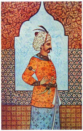 شاه اسمائیل صفوی، مکتب شیعه را به عنوان دین رسمی مردم ایران تعیین کرد تا بتواند با دولت عثمانی و همچنین ترکان و مغولان مقابله کرده و یکپارگی و اتحاد مردم کشور را حفظ کند.