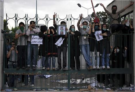 تظاهرات دانشجویان نشانگر آن است که دانشگاه اسلامی نیست، و ولی وقیح برِآن کنترلی ندارد.