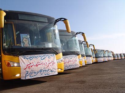 اتوبوس هایی که از سوی شهرداری قم برای آوردن ساندیست ها و مزدوران از شهرهای اطراف به درگاه خلیفه علی اختصاص داده  است