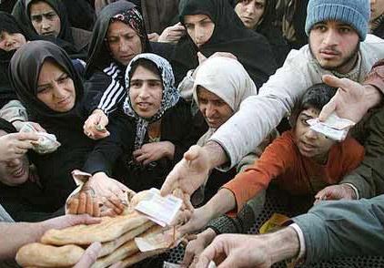 نان خریدن در ایران چند مصیبت است: ایستادن، صف کشیدن، التماس کردن، و از جان خود مایه گذاشتن