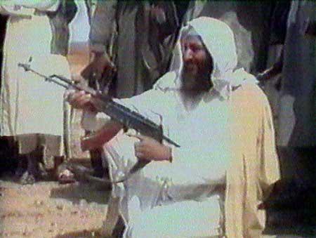 اسامه بن لادن جنایتکاری که دردامن آمریکا پرورش یافت، ده سال خاک افغانستان را به توبره کشید وهمچنان به جنایات خود ادامه می دهد.