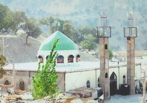امامزاده عبدالله عموی ولی وقیح در این مکان به خاک رفته اند. ولی وقیح کی؟ و چه زمانی؟ به خاک می روند تا ملتی از شرشان را حت شوند.