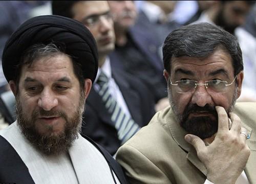 محسن رضائی، فرصت طلب وطن فروش که از کنار آخوند و وابسته بودن بدانها کنار نمی رود.