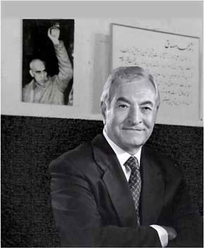 عباس امیر انتظام، انسان آزاده و میهن دوستی که سی سال است در بند رژیم گرفتار مانده، و عجیب این که ملت ما کمتر این فرزند پاکباز وطن را به یاد می آورد.