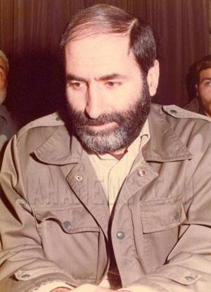 مهندس بهزاد نبوی که یکی از ستون های انقلاب بود، و انقلاب را برشانه خود حمل می کرد، هم اکنون خود قربانی انقلاب شده ، و دوران زندان تعزیری را می گذراند.