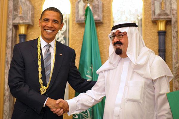 اوباما نماینده سیاست استثمارگر آمریکا با ملک عبدالله دیکتاتور و خودکامه که ملتی را دربند گذاشته است، دست دوستی و همکاری می دهد. این اگر برای ملت آمریکا پول و ثروت می آورد، برای مردم عربستان، جز نکبت و بدبختی، بهره ای نخواهد داشت.