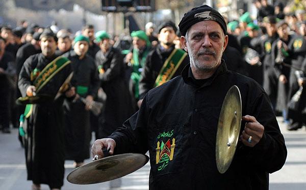 ملت بخت برگشته و فرهنگ باخته ایران، به جای به خود آمدن و در خود فرورفتن که چگونه ما لگد کوب حیوانات شدیم، و همه حیثیت و هویت خود را از دست دادیم، با صرف انرژی، سرمایه، و وقت خود، به عزاداری کشتار یک عرب به دست عرب دیگر می پردازد. به راستی نفرین بر این بی خردی، و بی شعوری که ما گرفتار آنیم.