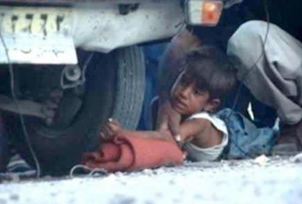 مجازات دزدیدن نان یک کودک ۸ ساله ایرانی، عبور چرخ ما شین بر روی دست اوست. این است اسلام مدرن و اسلام ناب محمدی قرن ۲۱. البته مجتبی قوچ فرزند بی غیرت خامنه ای که ۱۶۰۰ میلیون پوند به انگلیس برده، سزاوار مجازاتی نیست، و کاملاً شرعی و اسلامی خواهد بود.