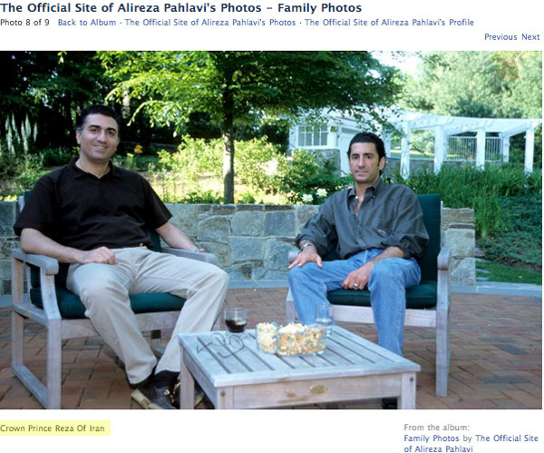 شادروان شاهزاده علیرضا در کنار برادر خود دیده می شود، ولی چرا از ایشان نام برده نشده است؟