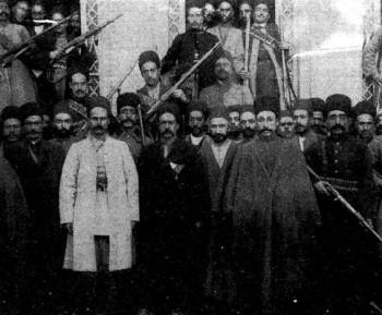 این تصویر دلاوران آذربایجان را در انقلاب مشروطیت نشان می دهد.