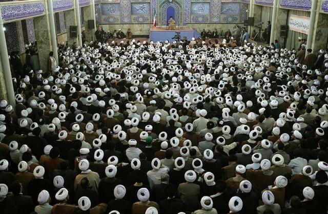 این هم رژیم اسلامی ، رسیدن از دستورات راستین زرتشت بزرگ، به دستورات جنایت بار، و دروغین رژیم اسلامی. به راستی، رأی دادن و به رسمیت شناختن رژیم آخوندی، تف سربالایی بود که  به روی سر و صورت هم میهنان ما فرود آمد، و همه را به لجن و کثافت کشاند. این ها که در تصویر دیده می شوند، دشمنان دیرینه فرهنگ، تاریخ، و آیین کشورمان، و سربار و مفتخورجامعه اند که بردوش مردم سوارند.