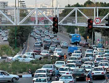ترافیک در تهران و شهر های بزرگ ایران، نتیجه خود کامگی و زورگویی رانندگان است که برای جلو زدن و تخلف کردن. رانندگی را به صورت کلاف سر در گم در می آورند.
