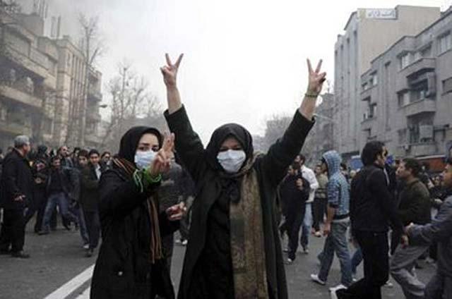 یکی از صدها تظاهرات جوانان ایرانی درون کشور که به پشتیبانی جنبش سبز برخاستند، و برای آزادی و دموکراسی ایران، جان خود را سپر بلا قرار دادند.