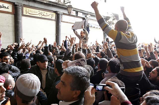 به بشار اسد اطمینان داد که مردم ار را دوست دارند!، تظاهرات دو ماه گذشته علیه دولت غیر قانونی بشار اسد، خلاف آن را ثابت می کند، و تلاش انگلیس و ایران برای نگهداری رژیم او به جایی نمی رسد.