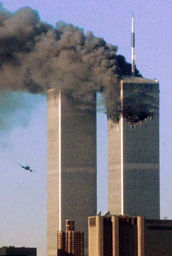 حمله به برجهای دوگانه مرکز تجارت نیویورک در ۱۱ سپتامبر ۲۰۰۱، موجب ویرانی برج ها، و از میان رفتن حدود ۳۰۰۰ انسان بیگناه بود.