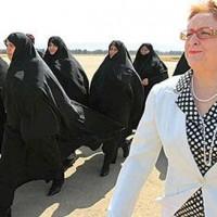 ولی وقیح زن ستیزی اسلام را در خانه نشینی زن، مقام شامخ او می داند