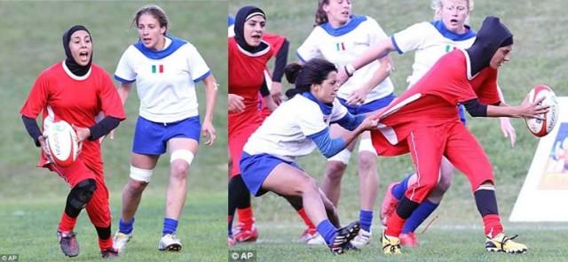 تضاد و دگرگونی در این عکس به خوبی دیده می شود. در یک بازی راگبی میان تیم ایتالیا و ایران، بازیکنان ایتالیایی آزادانه، و بدون هرگونه محدودیتی که میرغضبی بالای سرشان بگوید چه کار کنید، و چه کار نکنید، به بازی می پردازند، در حالی که  دختران تیم ایرانی به جای آن که در فکر و اندیشه مسابقه باشند، باید. شیش دانگی باید مواظب روسری و حجاب خود باشند، وگرنه مورد غضب ولی وقیح میرغضب، و جلادان او قرار می گیرند.