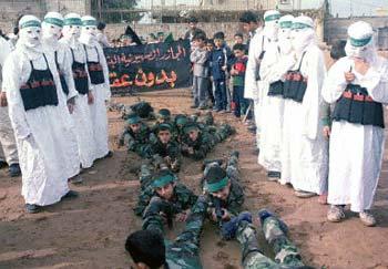 این ها تربیت شدگان بمب گذار در فلسطین می باشند. هرکدام از آنان می توانند خانواده های زیادی را داغدار، و خانه هایی را ویران کنند.