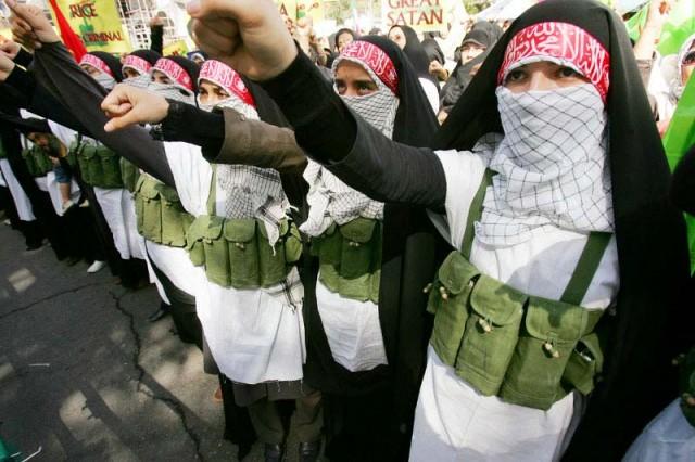 گروهی از زنان خردباخته ایرانی که خود را آماده شهادت نمودند. باید از این ها پرسید، اسلام چه چیز به شما داده، که اکون برای شهادت و اسلام طلبی خود، این چنین آماده جان باختنید؟.