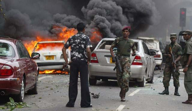 ببرهای تامیل در مبارزه با دولت سریلانکا اقدام به بمب گذاری نمودند.