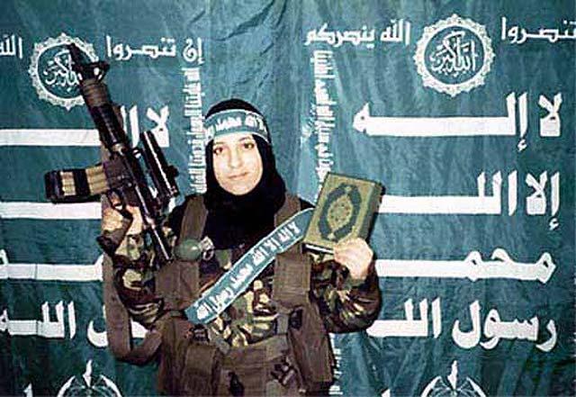 این دخترخانم از گروه حمس به نام  ریم رئیشی قرآن به دست، و بمب به بغل، اماده رفتن به بهشت است. عجیب این جاست که بهشت با آن حوری های ۴۰ متری برای آقایان وعده داده شده، حال، این خانم به دنبال چه چیزی قصد خودکشی دارد؟.