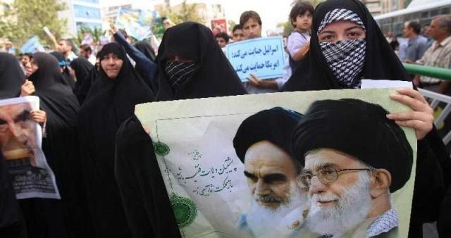 این زنان که هم اکنون باید با رژیم آخوندی بجنگند تا ما تازیان را از کشورمان بیرون رانیم، ولی خردباخته،و ناآگاه و نادان، و با آن که در اسلام کوچکترین ارزشی برای آنان قائل نشده، هرساله زیر پرچم  خامنه ای، آخوند ۵ تومانی مشهدی قرار  می گیرند و می خواهند اسرائیل نابود شود.