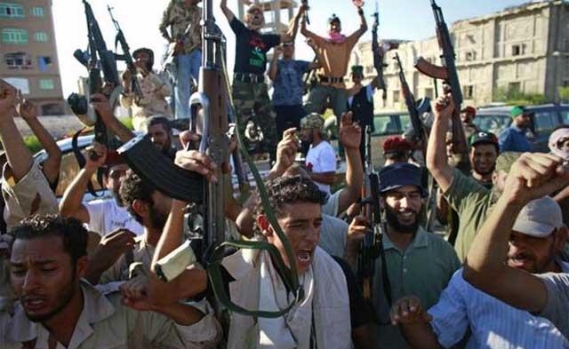 گروههای مبارز باقذافی، جان و هستی خود را در مبارزه با رژیم دژخیم او گذاشته اند. این جوانان، از جان خود مایه گذاشتند تا به دیکتاتوری در کشورشان خاتمه داده، و دموکراسی را در آن پیاده کنند.