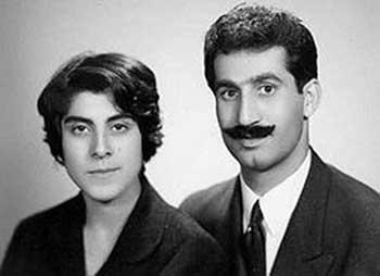 داریوش فروهر با همسر خود پروانه اسکندری، از مبارزان راه آزادی و دموکراسی مردم ایران، که به دست جلادان رژیم کشته شدند. هرقطره خون آنها و دیگر کشته شدگان  راه آزادی کشورمان، هم اکنون در قلب و رگهای جوانان برومند در جریان است.