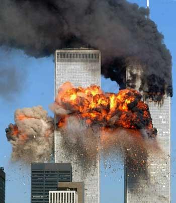 برج دو قلوی مرکز بازرگانی نیویورک در میان آتش خشم و کینه بنیادگران اسلامی، از گروه القاعه تا مسیولین حاکم بر سرنوشت مردم ایران. تازمانی که غرب به این جنایت کاران اسلامی مانند حاکمان ایران، پاکستان، عربستان، سوریه، و جاهای دیگر که در خرافات دینی غوطه ورند، کمک کند، از آنان حمایت نماید، باید انتظار هرچه بیشتر این فاجعه بشری در سراسر جهان را داشت.