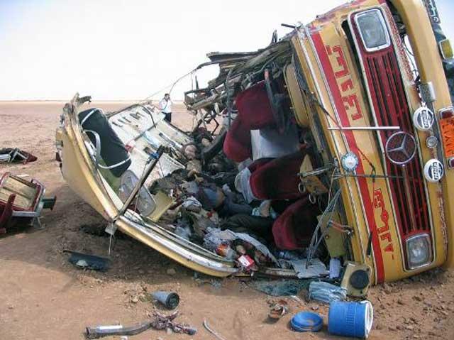 به نظر شما خواننده گرامی چه بر سر مسافرین این اتوبوس آمده است؟آیا در رخ دادن اینگونه فاجعه ها نیز می توان رژیم و دولت را تنها مقصر و مسئول دانست و یا باید اعتراف کرد که متاسفانه فرهنگ رانندگی درست نیز در ایران وجود ندارد و مرگ و میر بر اثر تصادفات جاده ای برای مردم امری عادی و طبیعی گشته است؟