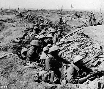 در جنگ جهانی اول، سپاه انگلیس به کمک بلژیک، لوکزامبورک و فرانسه وارد جنگ شد و با سپاه اتریش و مجارستان، ترکیه، و آلمان وارد شد.