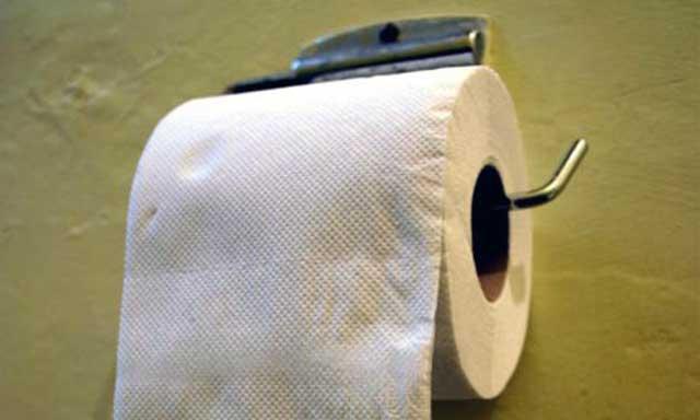 کاغذ توالت هزاران بار از روزنامه کیهان و تمام مطالب درون آن سودمند تر است. نگارنده به حسین بازجو پیشنهاد می کند که بیش از این وقت و سرمایه اش را برای روزنامه هدر ندهد و به جایش مشغول به تولید کاغذ توالت شود.