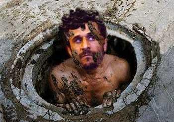مردم ایران آینده احمدی نژاد را مانند قذافی پیش بینی می کنند که او را از چاه فاضل آب بیرون می کشند. تکلیف آخوندها بنا بر زمزمه مردم آویزان کردنشان به تیرهای چراغ برق در خیابان های بزرگ تهران خواهد بود.