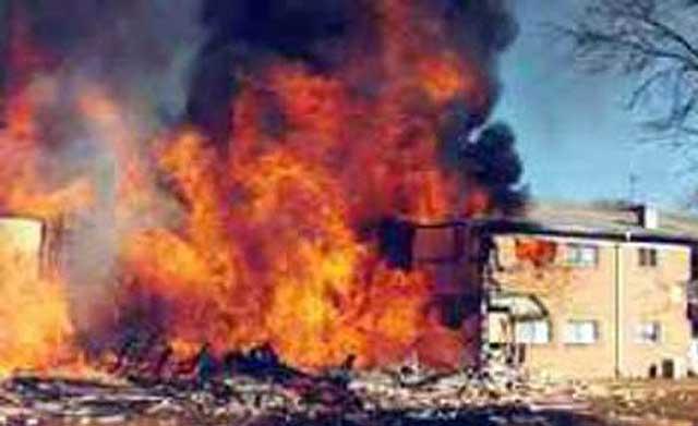 این هم تصویر یکی دیگر از انفجارهاست. باید به آن میهن پرستان پاسدار که چنین شاهکارهایی را به خرج داده اند صد آفرین گفت، و آنان را ستایش کرد.