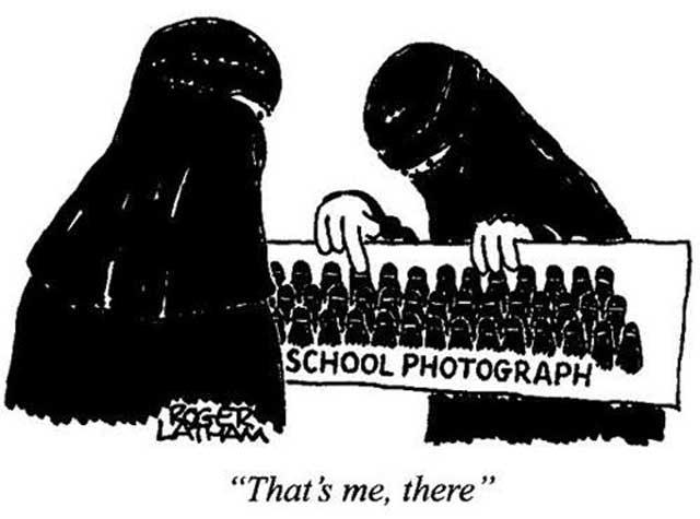 آقای دانشجو که  به دلیل فرصت طلبی دست از دانشجویی خود کشیده است، اکنون موفق شده به دستور ولی وقیح دانشگاهها را اسلامی کند. در این عکس دانشجوی دختری عکس خود را میان عده ای دختر که در پوشش سیاه و غیر قابل تشخیس می باشد، به دوست خود نشان می دهد.