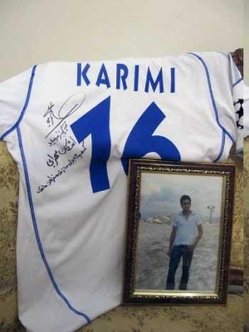 فرتور پیراهنی را نشان می دهد که علی کریمی به اشکان سهرابی هدیه کرده است. علی کریمی ثابت می کند که هنوز پهلوانی و انسانیت در جامعه مسموم ما نمرده است.