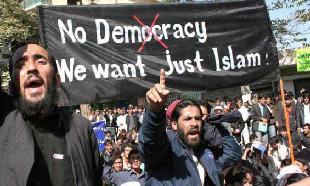 کشورهای اسلامی اسیر تفاله های اسلامند. سالیان زیادی است که اخوان المسلمین در مصر و فدائیان اسلام در ایران، و شمار زیادی مسجد و آخوند و مسأله گو، در کشورهای اسلامی زده پراکنده اند و سپری در برابر آزادی و دموکراسی اند. آیا با وجود این حشره ها امکان به آزادی رسیدن کشورهای اسلامی وجود دارد؟ ما که امیدی نداریم، شما چطور؟