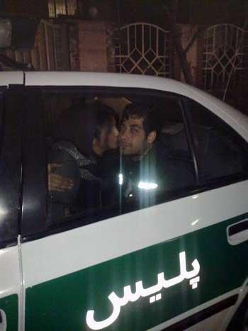 این هم یک نیروی زحمتکش! پلیس که از بانوی بی دفاع ایرانی برای ارضای امیال شخصی اش استفاده می کند. وای به حال مردمی که چنین انسان های بی شرفی حافظ جان و مال و ناموس شان باشند.
