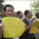 تورم روزافزون، و درآمد ناچیز، در حال خُرد کردن استخوان های ایرانیان است؛ چه باید کرد، تسلیم شد ویا به پاخاست؟