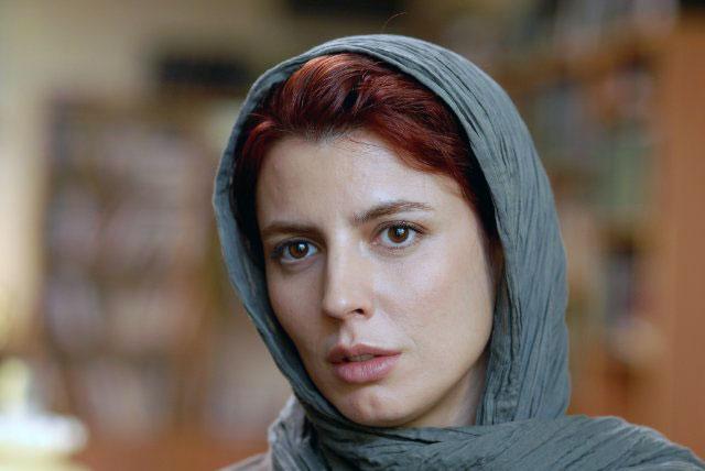 لیلا حاتمی در نقش سیمین همسر نادر به عنوان مادر از خود گذشته و همسری مهربان نقش می آفریند که زیبا و در خور تحسین است