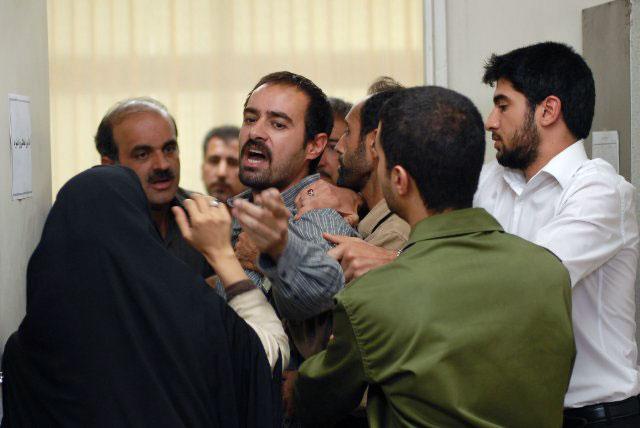 شهاب حسینی در نقش حجت فرد بیکاره و قرض داری که ناچار است به هردری بزند حتی بیگناهی را به زندان بفرستد تا زندگی خود را رونق بخشد و از قرض و بدهی خلاصی یابد.