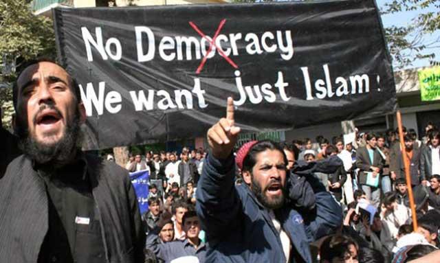 فرتور اعضای گروه اسلام گرای افراطی فداییان اسلام در مصر را نشان می دهد که بر روی پارچه شان نوشته اند: مرگ بر دموکراسی، ما فقط اسلام را می خواهیم. حال باید صبر کرد و دید که اسلام عزیز چه بلایی سر مردم بینوای مصر خواهد آورد.