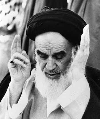 خمینی، جنایتکاری که کام گرفتن از دختر شیرخواره را حلال می داند، به کمک بنی صدر و دیگر خود فروختگان وارد ایران گشت و زندگی ۹۰٪ مردم ایران را ویران کرده و تمام هستی مردمان را به باد فنا داده است.